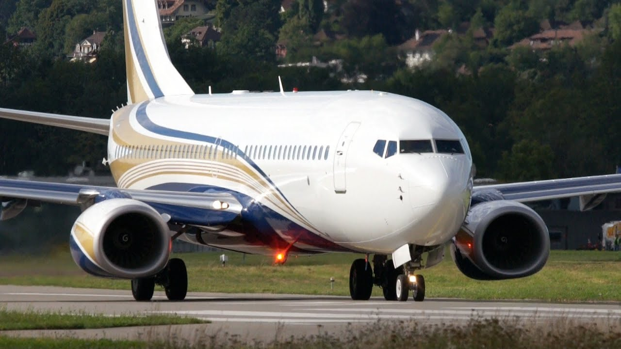 Boeing 737-8KT Business Jet (N737GG) Close-Up Take Off at Bern ...