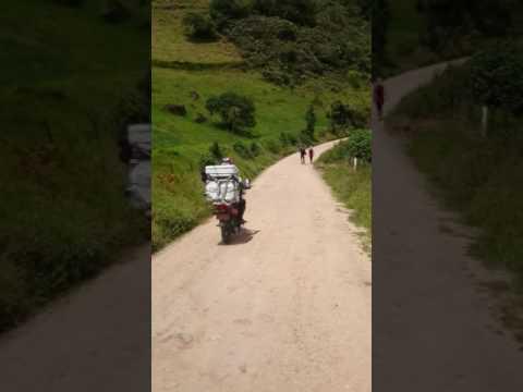 Eisverkäufer in einem Dorf in Kolumbien