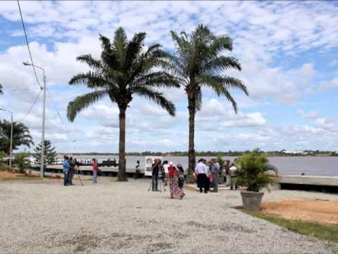 Waterkant in Suriname 2013