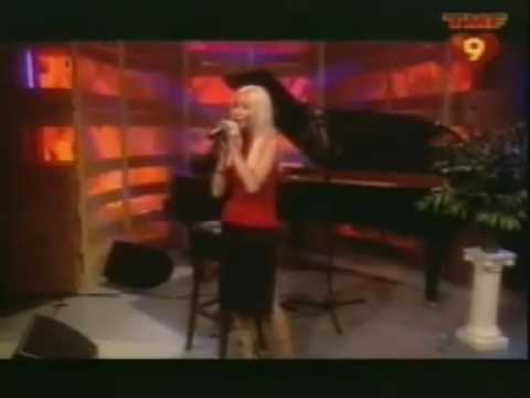 Christina Aguilera I Turn To You Live