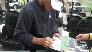 Lou Graham signs autographs for The SI KING 4-22-13