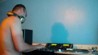 Dj Reflex Scratching To Go Mental-Hold Me Now (Remix).wmv