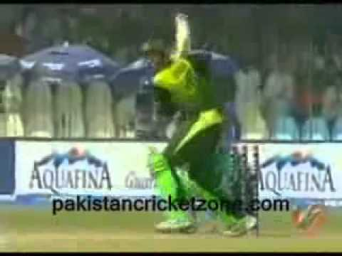 Shoaib Malik 4 sixes and half century vs South Africa