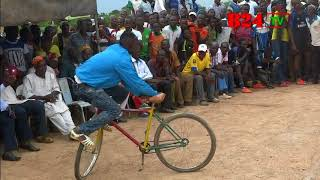 Burkina : Le danseur sur vélo de Benda-Toèga