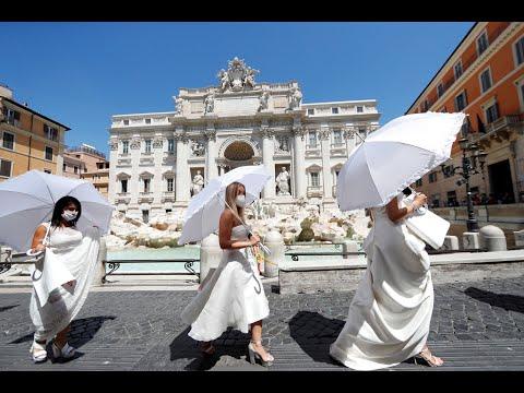 بفساتين الزفاف.. ايطاليات خرجن احتجاجا على تأجيل أفراحهن بسبب كورونا  - 18:59-2020 / 7 / 9