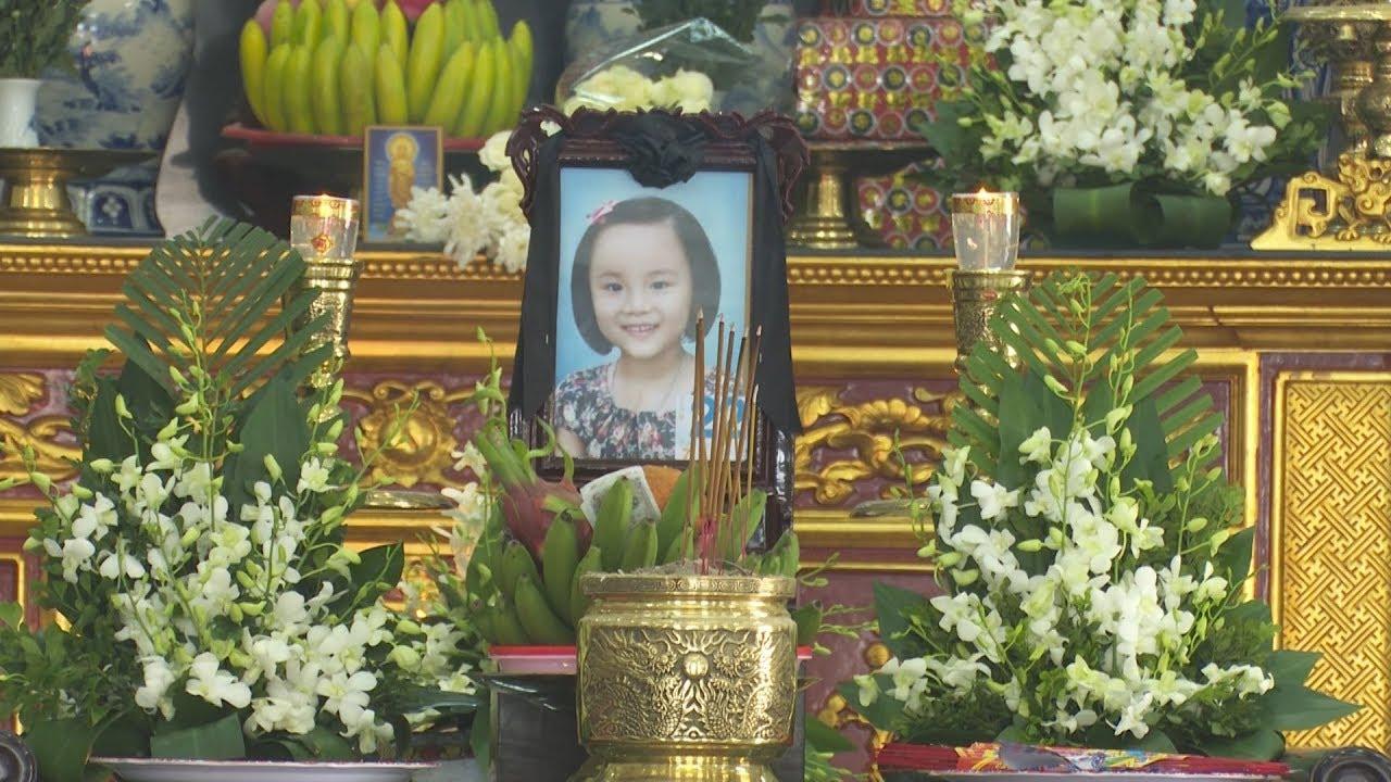 VTC14   Đám tang đẫm nước mắt của bé gái 7 tuổi hiến giác mạc
