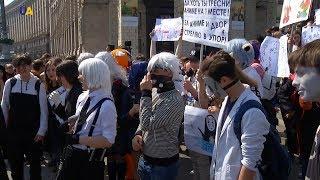 Шанувальники аніме влаштували в центрі Києва костюмоване шоу