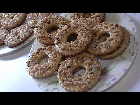 Песочное кольцо с орешками,два вида.