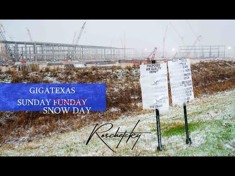 Giga Texas - GigaSnowDay - Late White Christmas at GigaTexas - flying through the snow