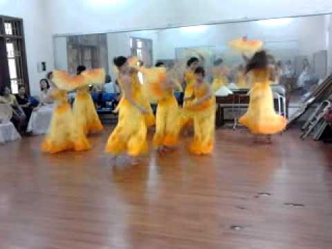 Tập múa Lung Linh Mai Vàng CDSPTW