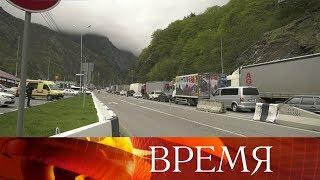 Туристы из разных регионов России отправились на праздники в Грузию и застряли на границе.