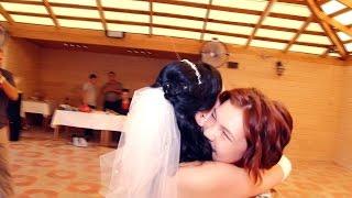 ДУШЕВНО -  младшая сестрёнка поздравляет старшую сестричку с днём свадьбы