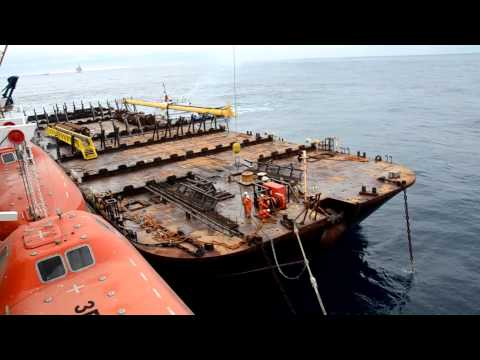 Unmooring a Barge by Bad Weather