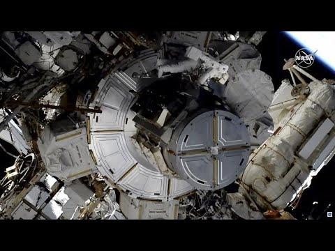 شاهد: رائدتا فضاء تتكفلان بإصلاح شبكة كهربائية لمحطة الفضاء الدولية…  - 12:00-2020 / 1 / 16