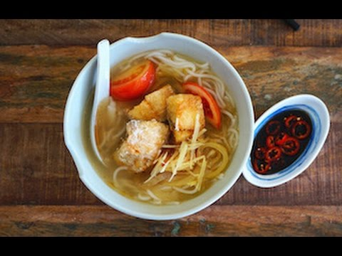 Rice Noodle Soup With Fried Fish Fillets