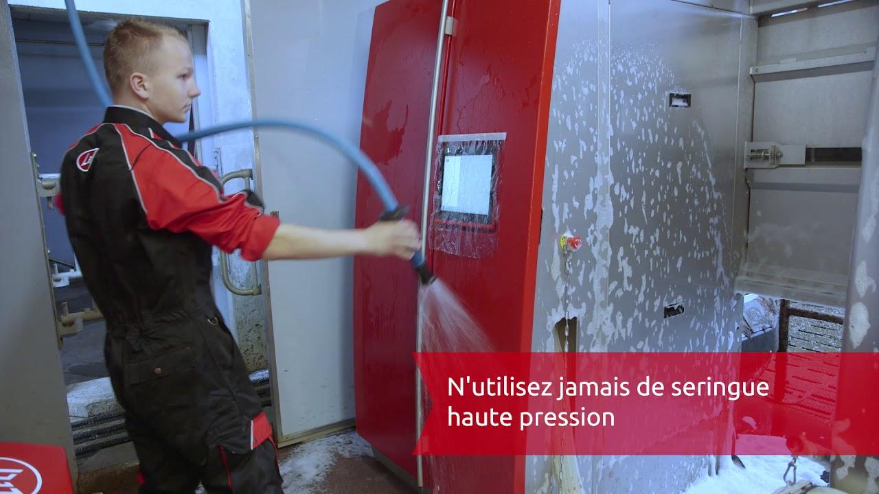 Nettoyage externe du robot de traite Lely Astronaut