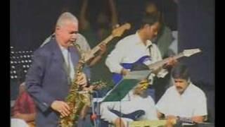 Mahohari Da plays Sholay title music (31st Oct show)