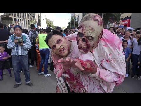 شاهد: آلاف من الزومبي يجتاحون شوارع مكسيكو ضمن فعاليات احتفالٍ سنوي…  - نشر قبل 3 ساعة