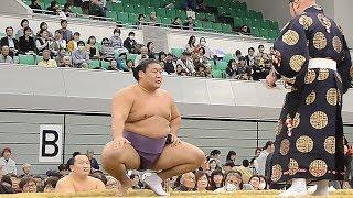 10月26日に開催された大相撲鳥取場所での貴ノ岩の取組。関係者によ...