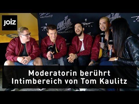 Moderatorin berührt Toms Intimbereich (2/5)