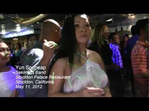 "Yun Sopheap sings Ramvong ""Chiss Knawng Krabey"" in Stockton, CA"