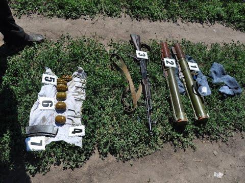 0 В Знаменовке под грудой мусора обнаружили арсенал оружия