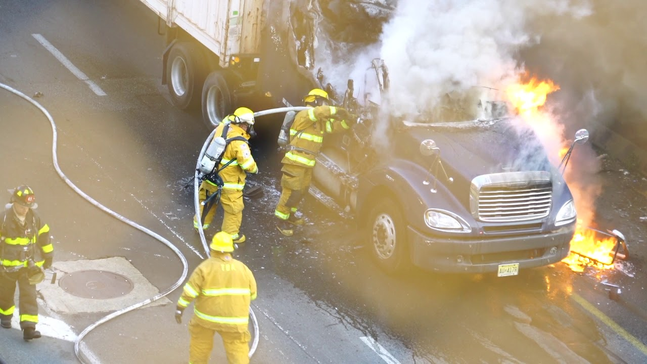 FDNY MANHATTAN PRE-ARRIVAL TRUCK FIRE 6/22/19 FDNY AND PORT AUTHORITY GO TO WORK