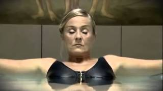 Girl farts in swimming pool