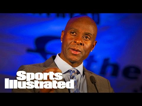 Jerry Rice Calls Out Colin Kaepernick on Disrespecting Flag | SI Wire | Sports Illustrated