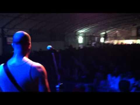 DEROZER - STRANIERO LIVE @ LA SBIELLATA 2012