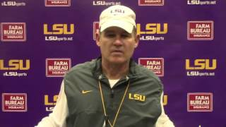 Les Miles says the Arkansas offensive line is . . . BIG | Video