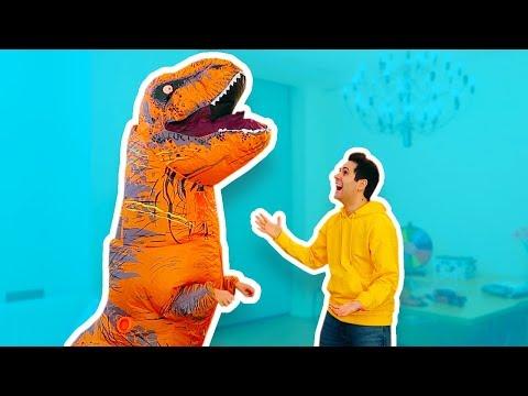 UN DINOSAURO È ENTRATO IN CASA MIA! *Sofì è diventata un T-Rex*