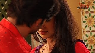 Video Rangrasiya : Rudra Kisses Paro download MP3, 3GP, MP4, WEBM, AVI, FLV Oktober 2018