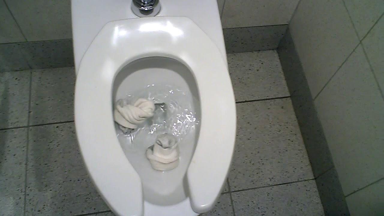 Preservativi di toilette arrossati: foto di nudo-9892