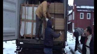 Клиенты получают мебель из Китая(Небольшая видео нарезка с разгрузки мебели, которую клиенты из Москвы покупали в Китае. Подробнее: http://chinameb..., 2014-10-24T09:14:06.000Z)