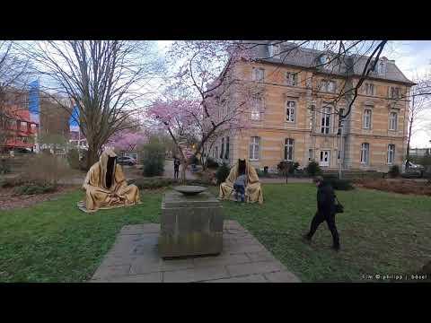 Im Schnelldurchlauf: Die Wächter erscheinen vor der Villa Zanders