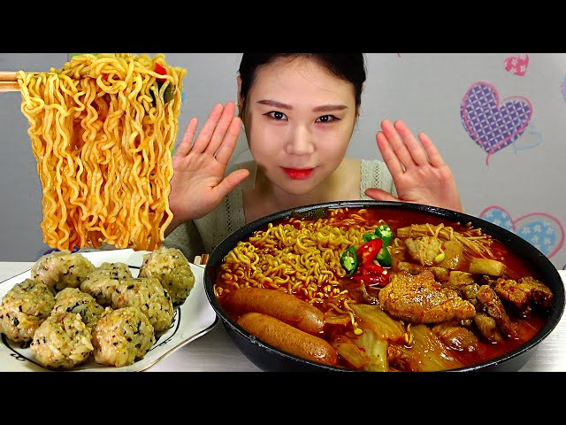 돼지고기김치찌개 Pork Kimchi Stew 라면사리 주먹밥 먹방 MUKBANG