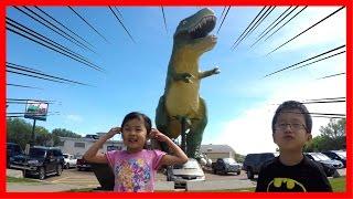 キョウリュウにのぼったよ!世界一大きい恐竜!We climbed the WORLD's LARGEST DINOSAUR! thumbnail