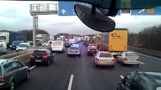 Polizei eskortiert uns zu einem Unfall BAB 1
