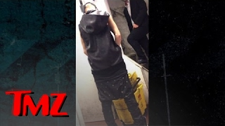Justin Bieber Pees in Bucket -- Not Yet Potty Trained | TMZ