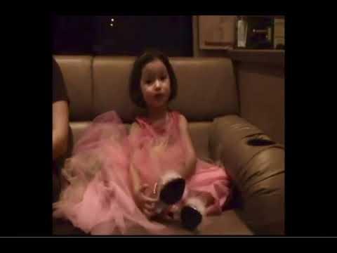 Ángela Aguilar de pequeña