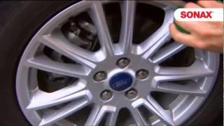 Чем отмыть диски и шины в авто?(SONAX Xtreme Очиститель дисков предназначен для эффективного удаления масла, тормозной пыли и дорожной грязи..., 2013-02-27T01:32:52.000Z)
