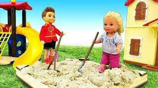 Штеффи и Стивен играют в песочнице. Новые мультики 2019 - Видео с куклами