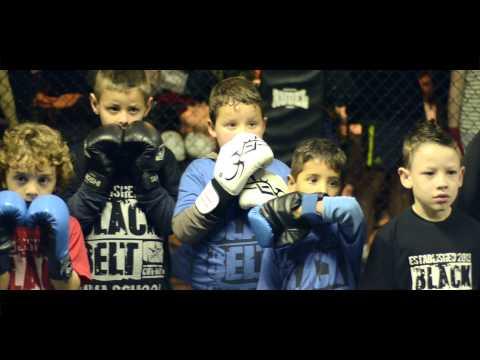 CURITIBA - ACADEMIA BLACK BELT MMA SCHOOL -PORTÃO- MUAY THAI INFANTIL - INSTRUTORº ELCIO