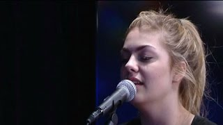 Louane reprend Radioactive de Imagine Dragons