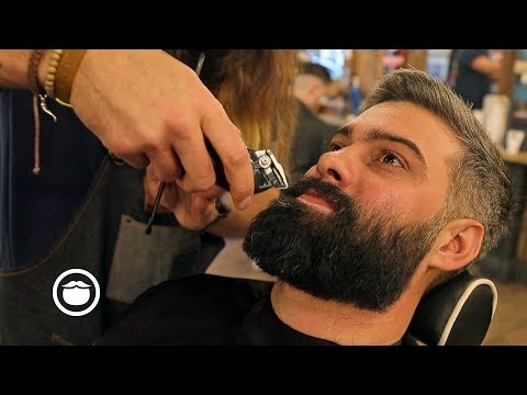 Barber Hollywood Dan Gives the Full Experience