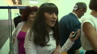 В Москве два десятка разгневанных девушек штурмом взяли один из салонов красоты
