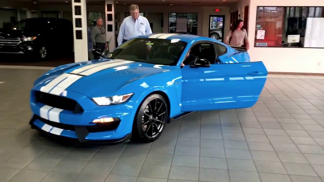 2017 ford mustang shelby gt350 coupe youtube. Black Bedroom Furniture Sets. Home Design Ideas