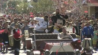 New England Patriots players get Super Bowl XLIX victory parade at Disneyland