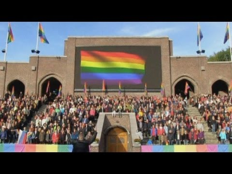 Sochi Olympics: Swedes show LGBT support by singing the Russian National Anthem
